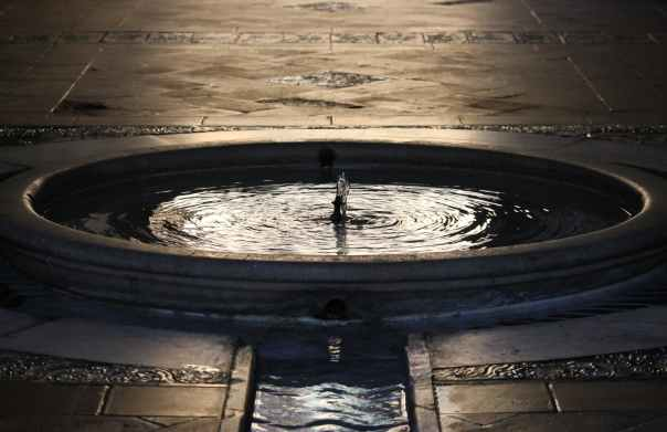 architecture clean dark fountain